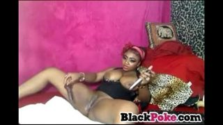 Ebony toying her pussy and squirting
